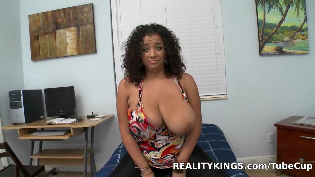 Porn pictures Padrastro abusa sexualmente de su hijastra