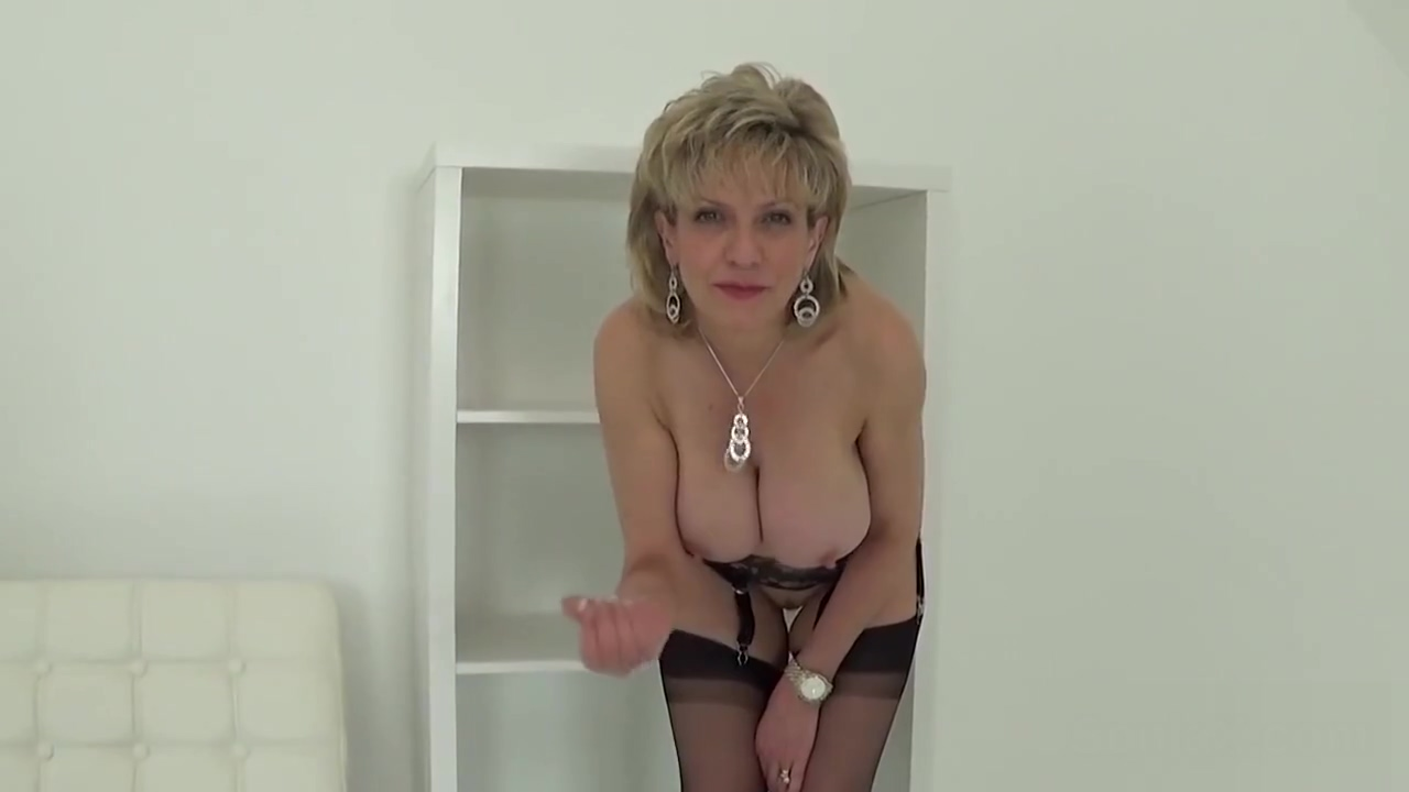 Unfaithful english mature lady sonia flaunts her heavy boobies Nicki minaj sexy photo upskirt