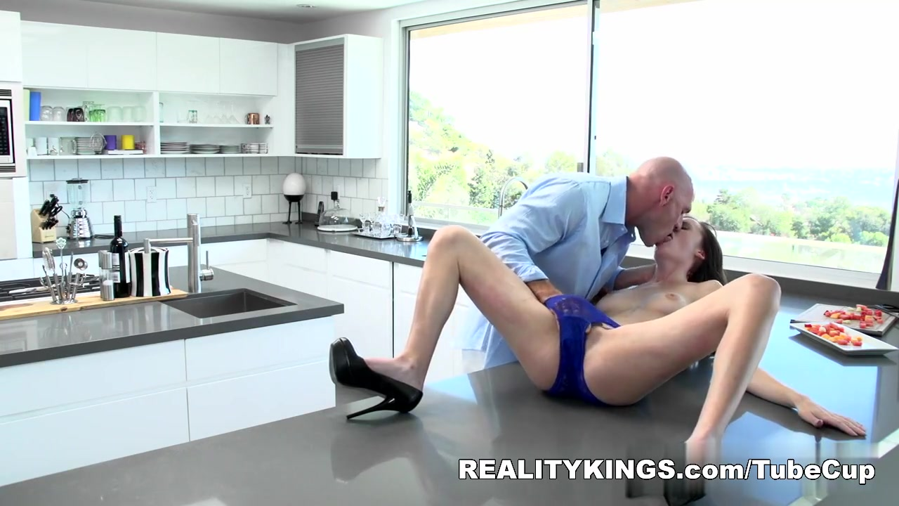 xXx Pics Mature 50 years old 3some