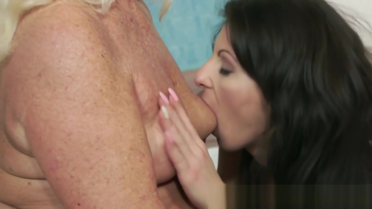 Lesbo granny fingerfucking a young beauty Show your hairy pussy