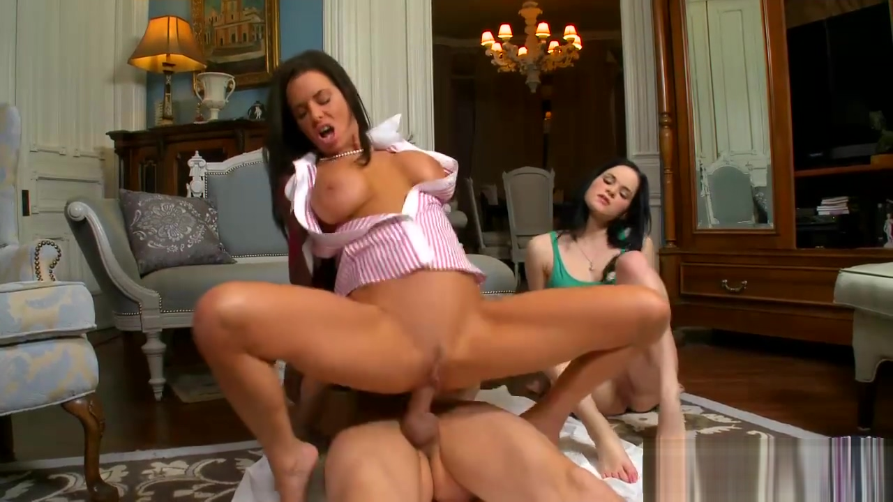 Veronica Avluv and Jenna Ross 3some in the livingroom Hot pakistani girls anal