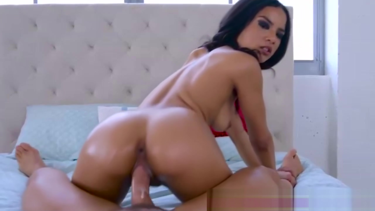 A very huge dick gets Maya on her knees to suck Hookers in Arapiraca