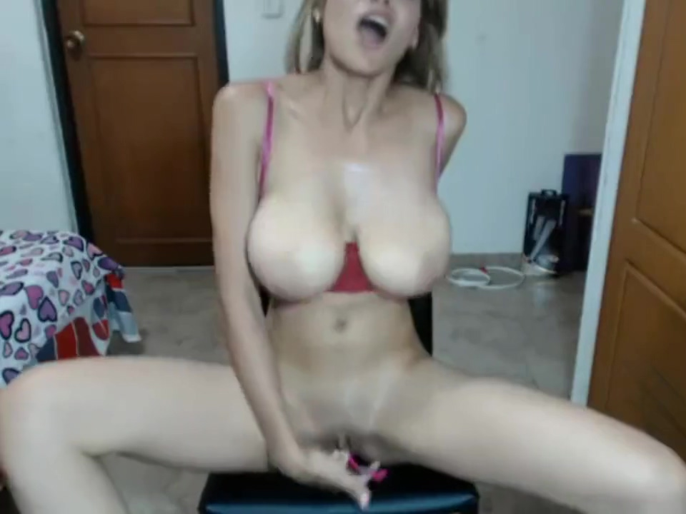 Latina tetona con ricas ubres masturb??ndose en webcam Just big black nude tight asses wet pussy