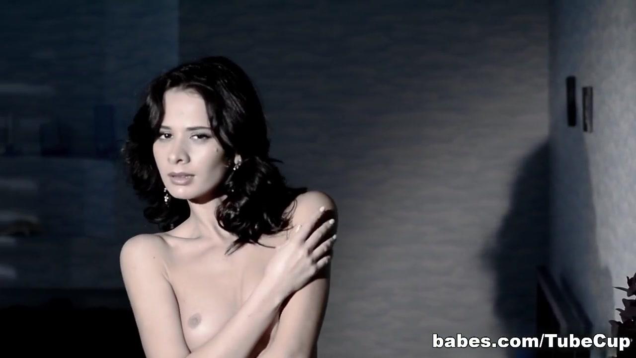 ashlynn brooke jizzhut boobs galore Naked Pictures