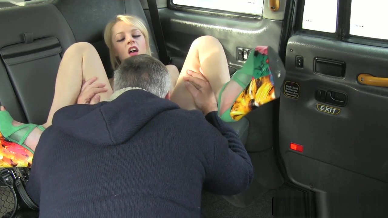 Uk babe rims cabbies ass before pussyfucking