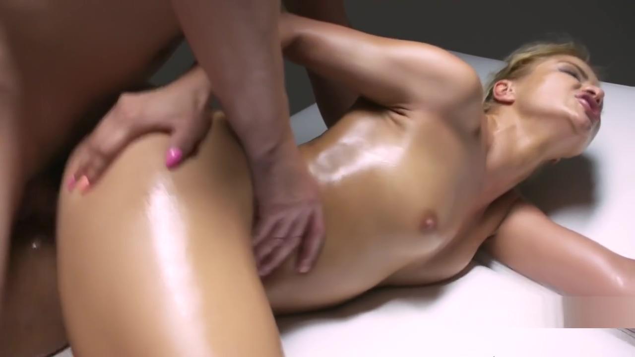 Masseur giving orgasmic fuck to blonde