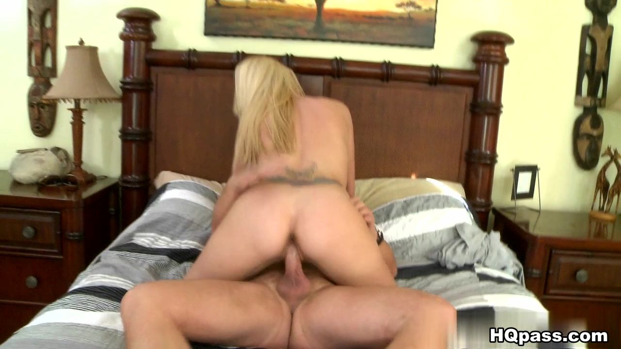 Milfs huge natural tits in bath XXX Porn tube