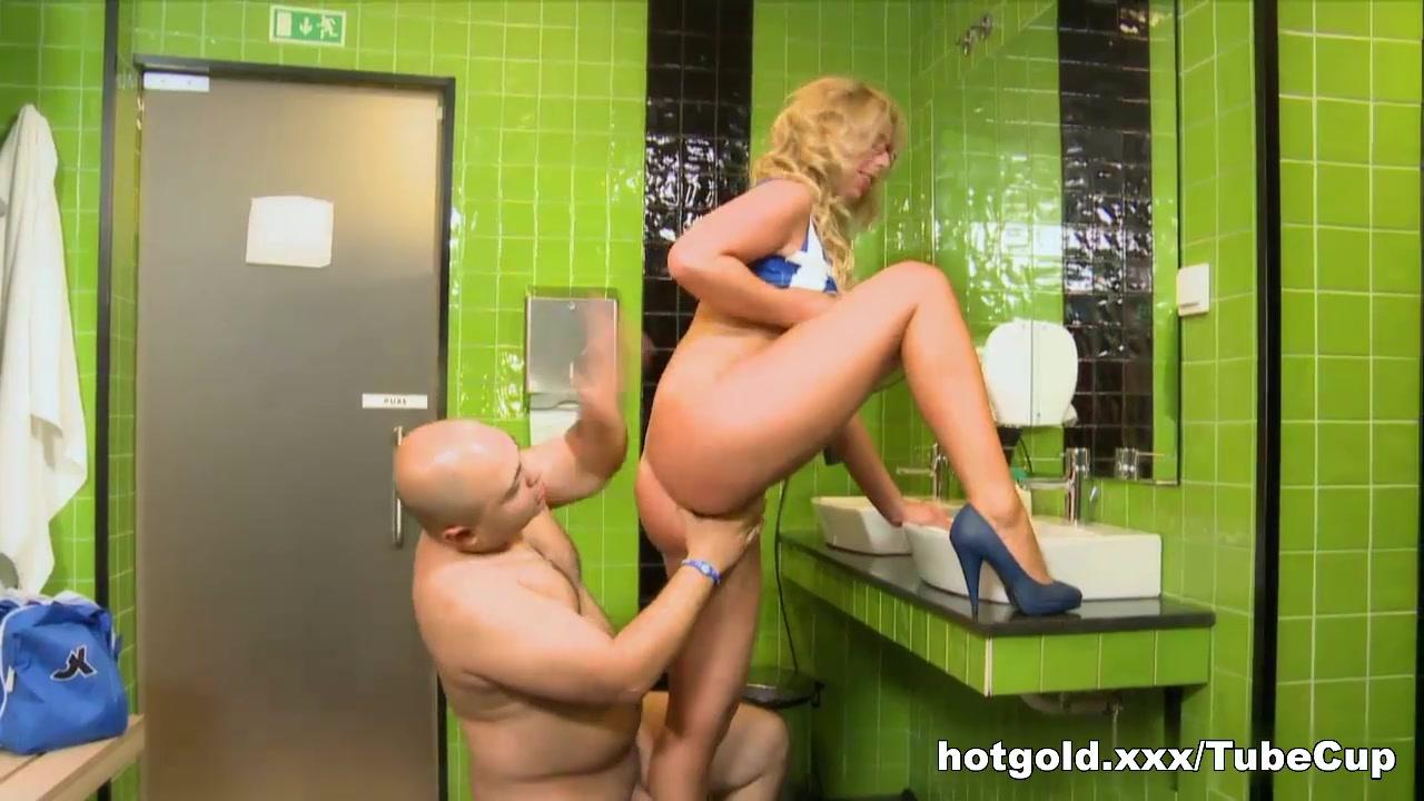 peeing on boyfriend story Naked Gallery