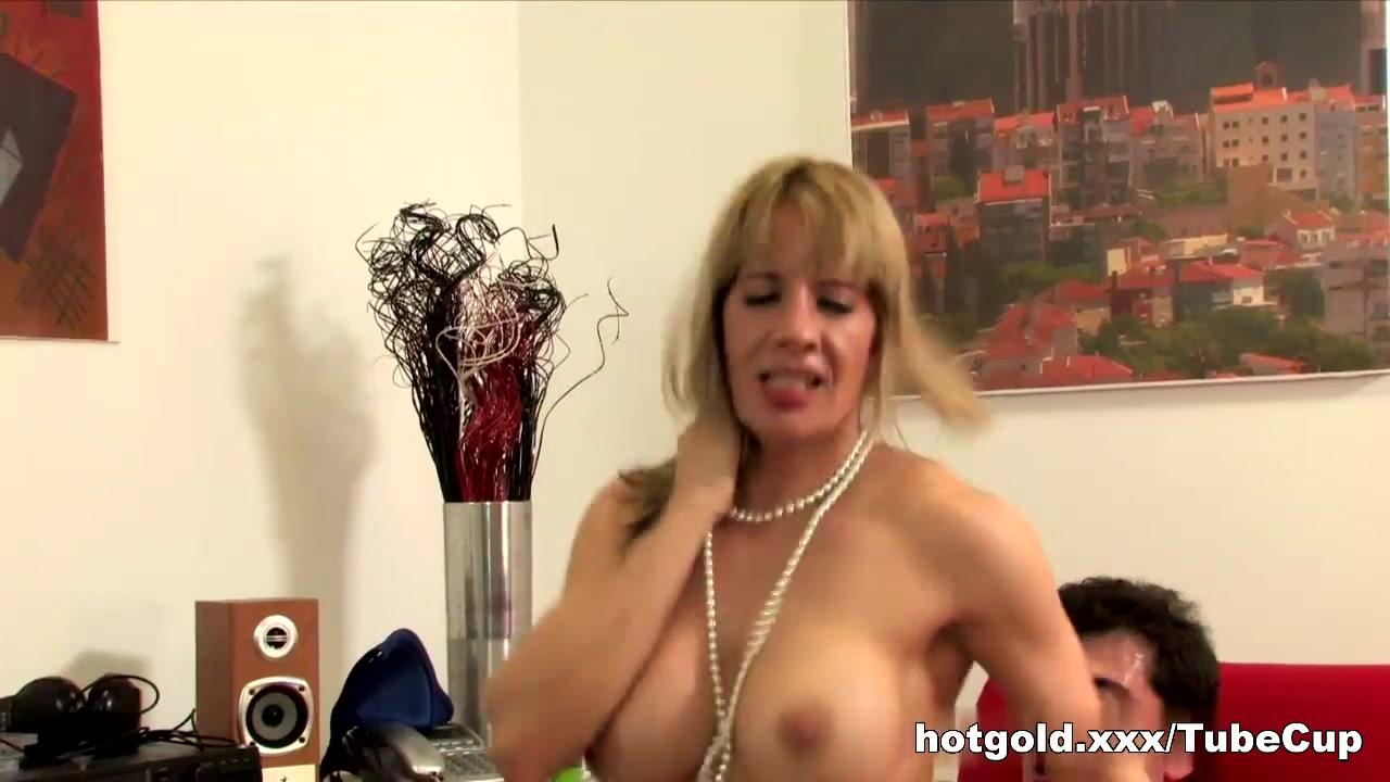 Extreme deepthroat gagging girls Porn tube