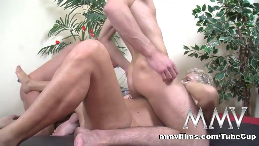 Ben a maxova online dating Naked Galleries