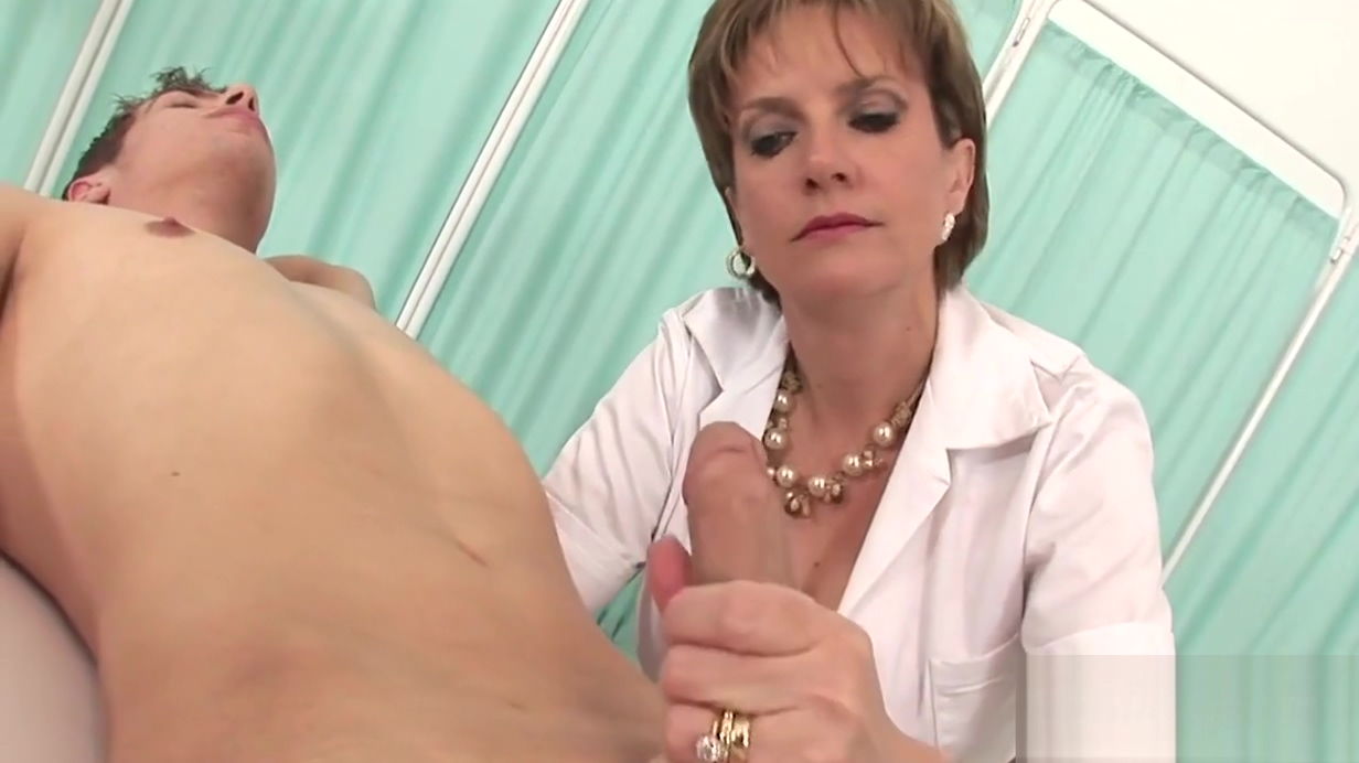 Adulterous british mature lady sonia exposes her gigantic hooters