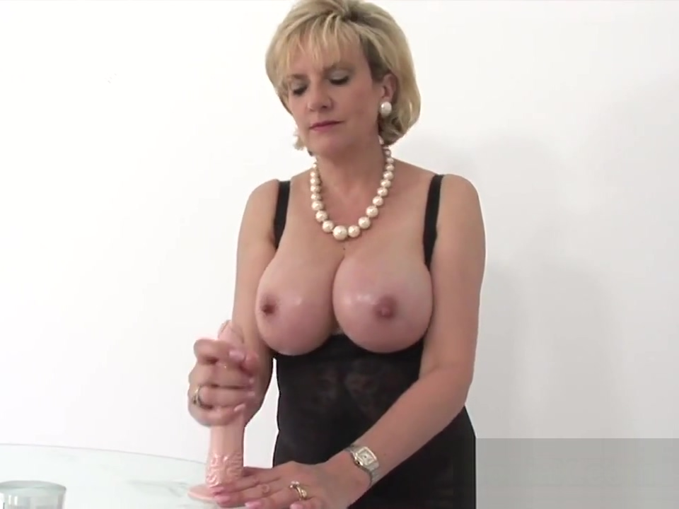 Unfaithful uk mature lady sonia exposes her big jugs Pose for sex