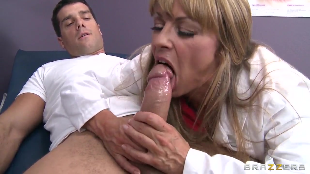 Excellent porn Masked milf flashing her pussy