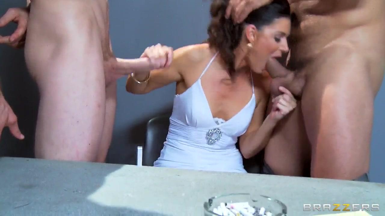 Good Video 18+ Woman erotic massage hidden camera