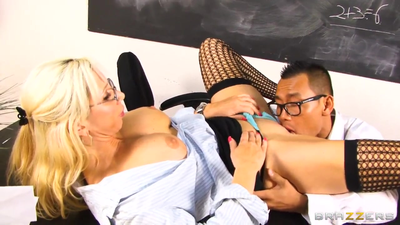Big-titted pornstar pleases a smart guy and eats cum Fuck girls in Fortin Falcon