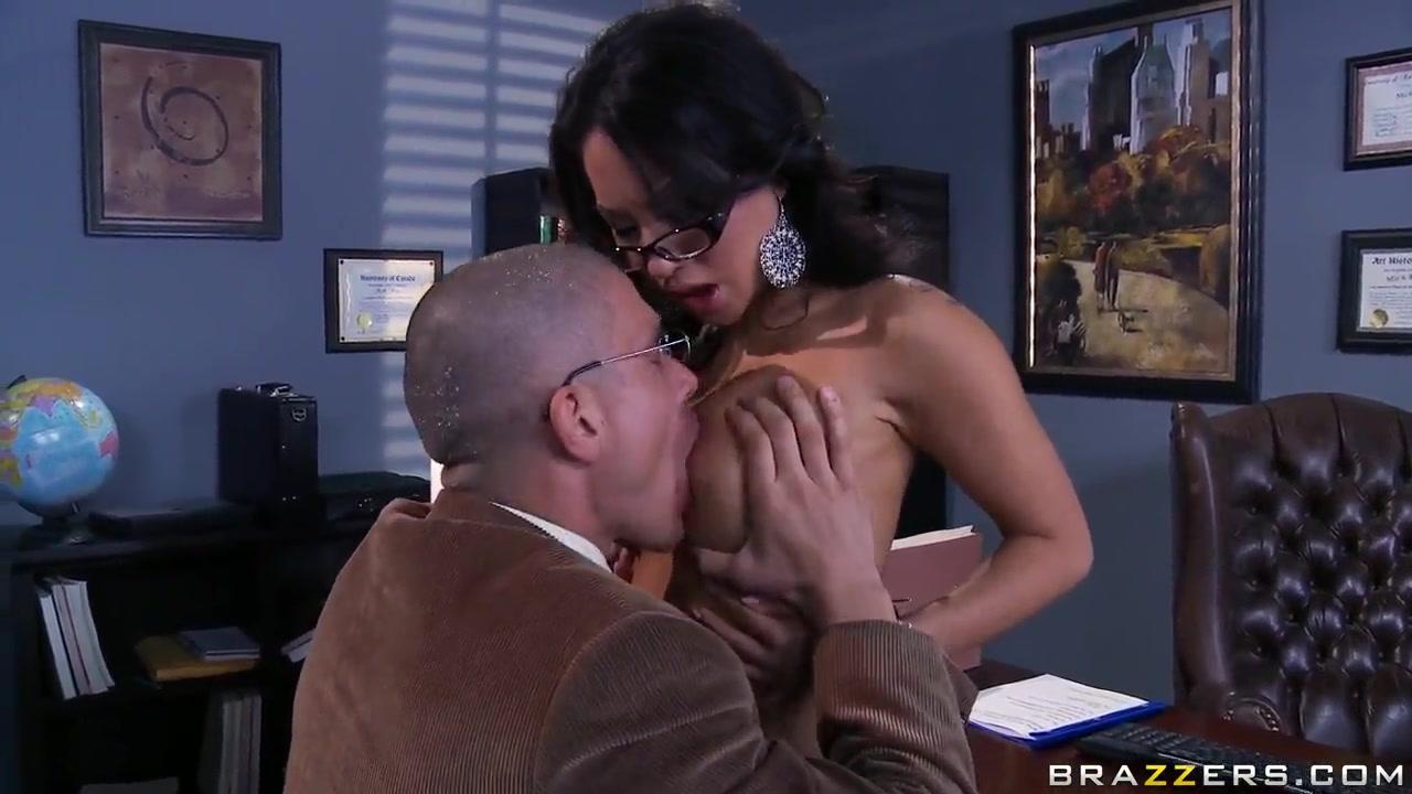 Milf seduces plumber Porn clips