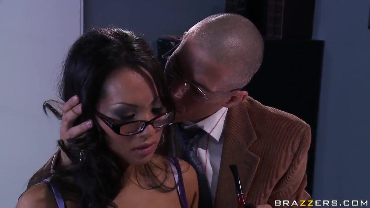 New porn Big dildo in black pussy
