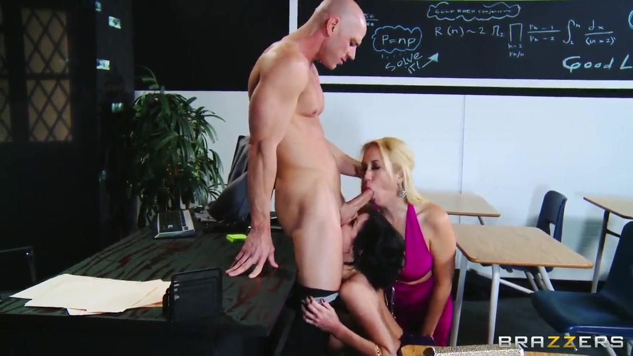 Porn tube Latina pornstar gets her pussy filled