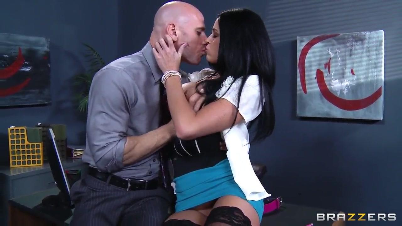 Porn tube Arija bareikis amputee dating