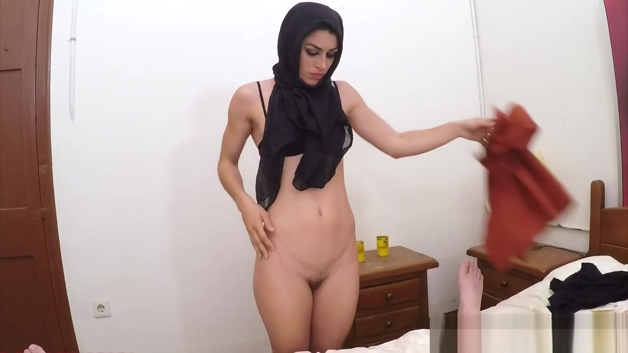 Muslim babe bouncing on huge cock Gals Have Nice Group Sex