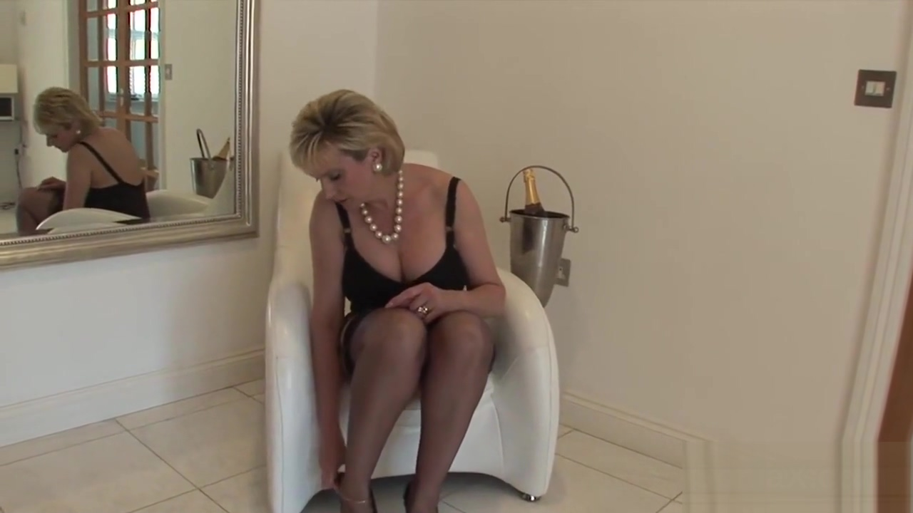 Unfaithful british milf gill ellis flashes her huge globes sharons tits moved to florida horny
