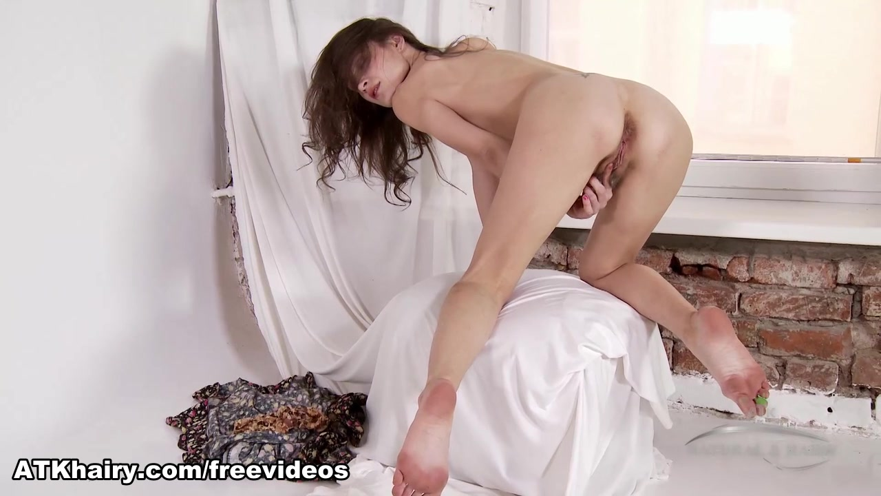 New xXx Video Girl fucked in snow