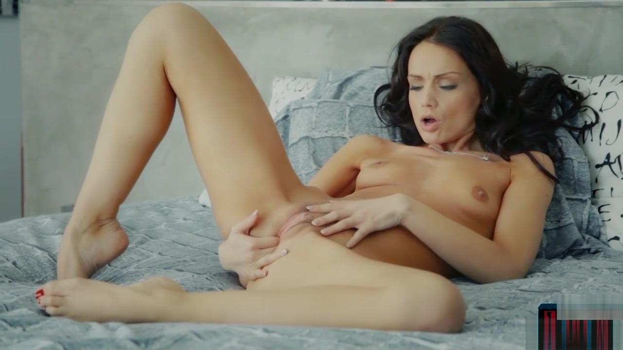European MILF Sophie Lynx finger fucks her wet pussy maid training erotic cartoon
