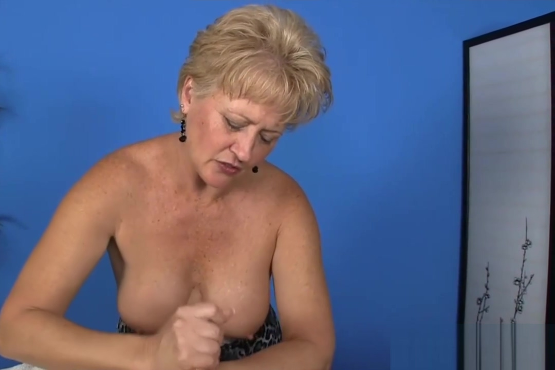Horny mature slut gives a guy a handjob download brittney smith atwood sexy body and boobs compilation 4