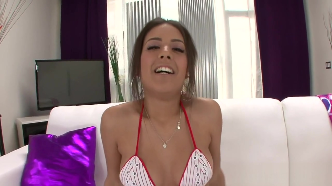 Nasty floozy jynx maze deep throat fellatio