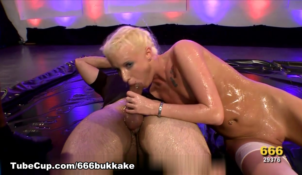 Porn pic Hunk is having an time sucking babes cunt