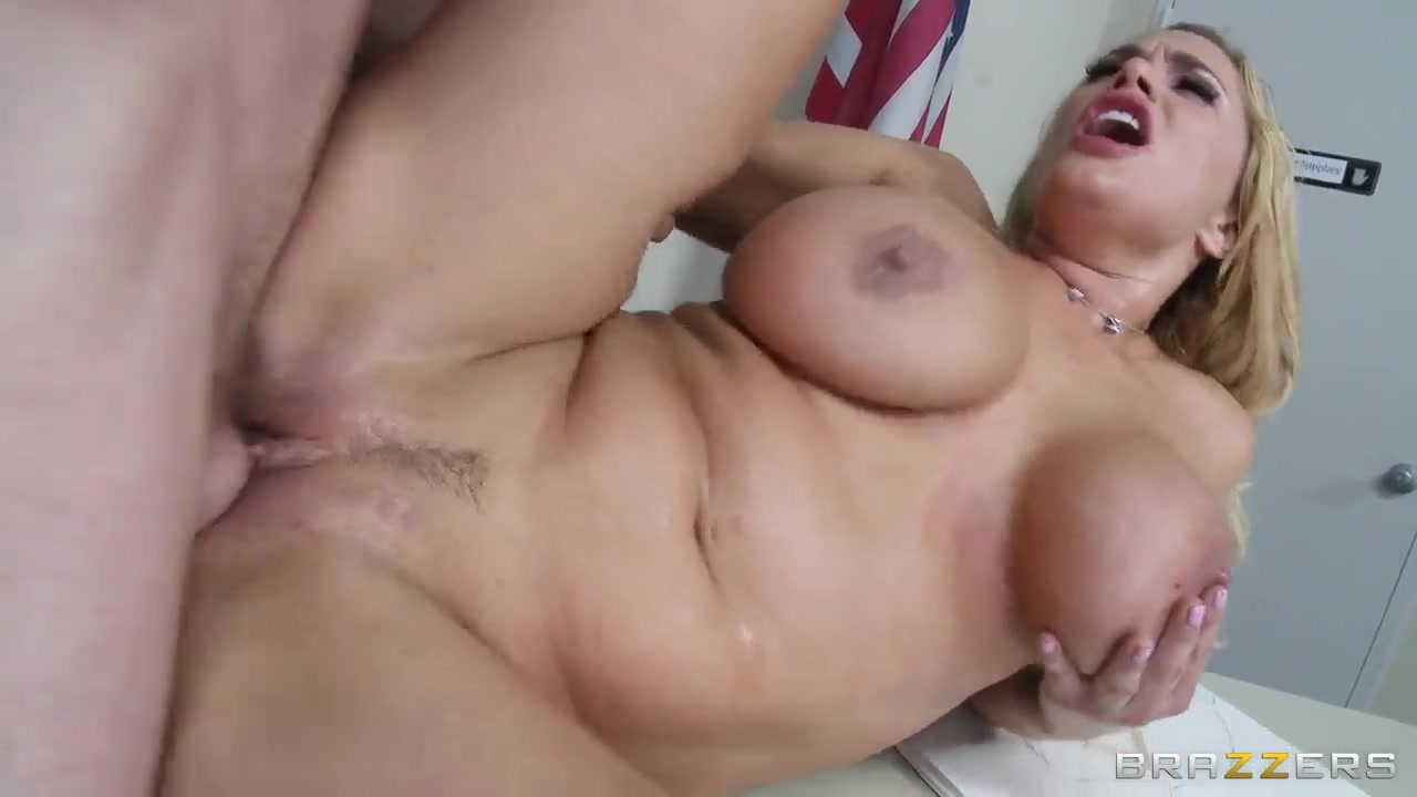 XXX Video Stretched open pussy pics