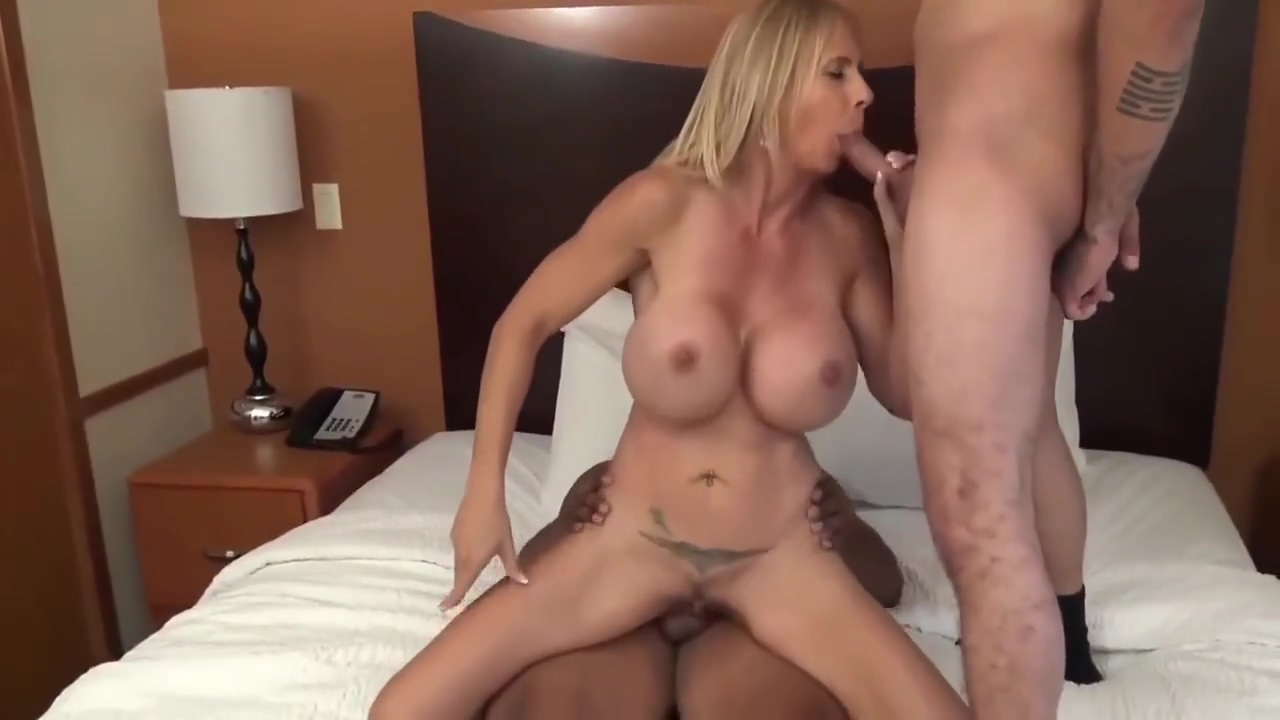Sexy mature MILF cant get enough of her two new roommates gorgeous milf india summer