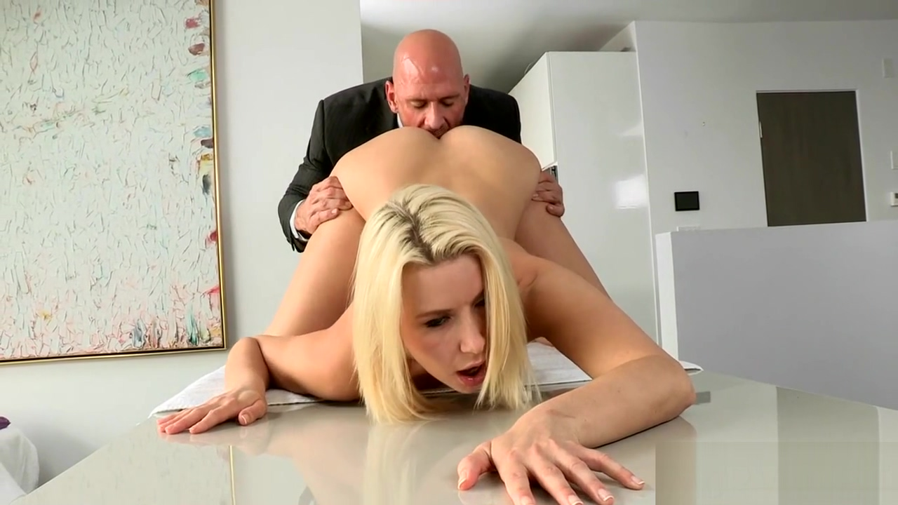 Curvy chick loves merciless fuck