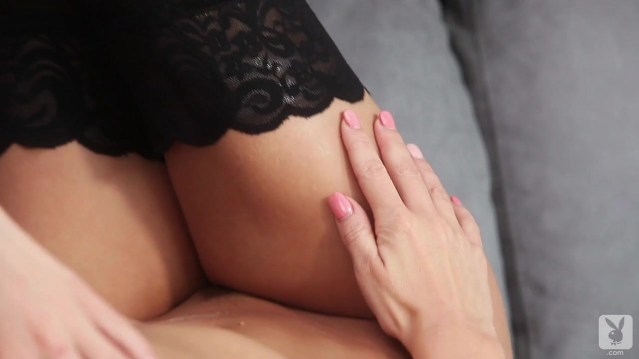 Hot sucking girl s vulva Adult Videos