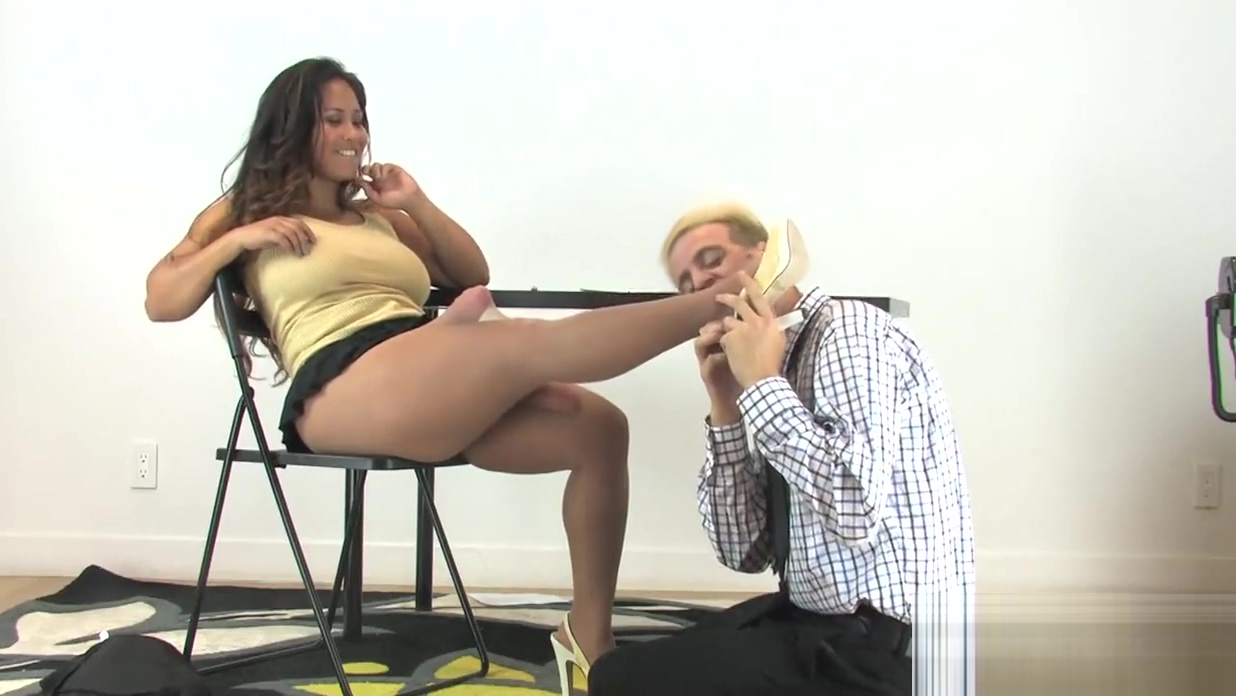Sweeties poke men anal hole with oversized belt dicks and squirt sperm