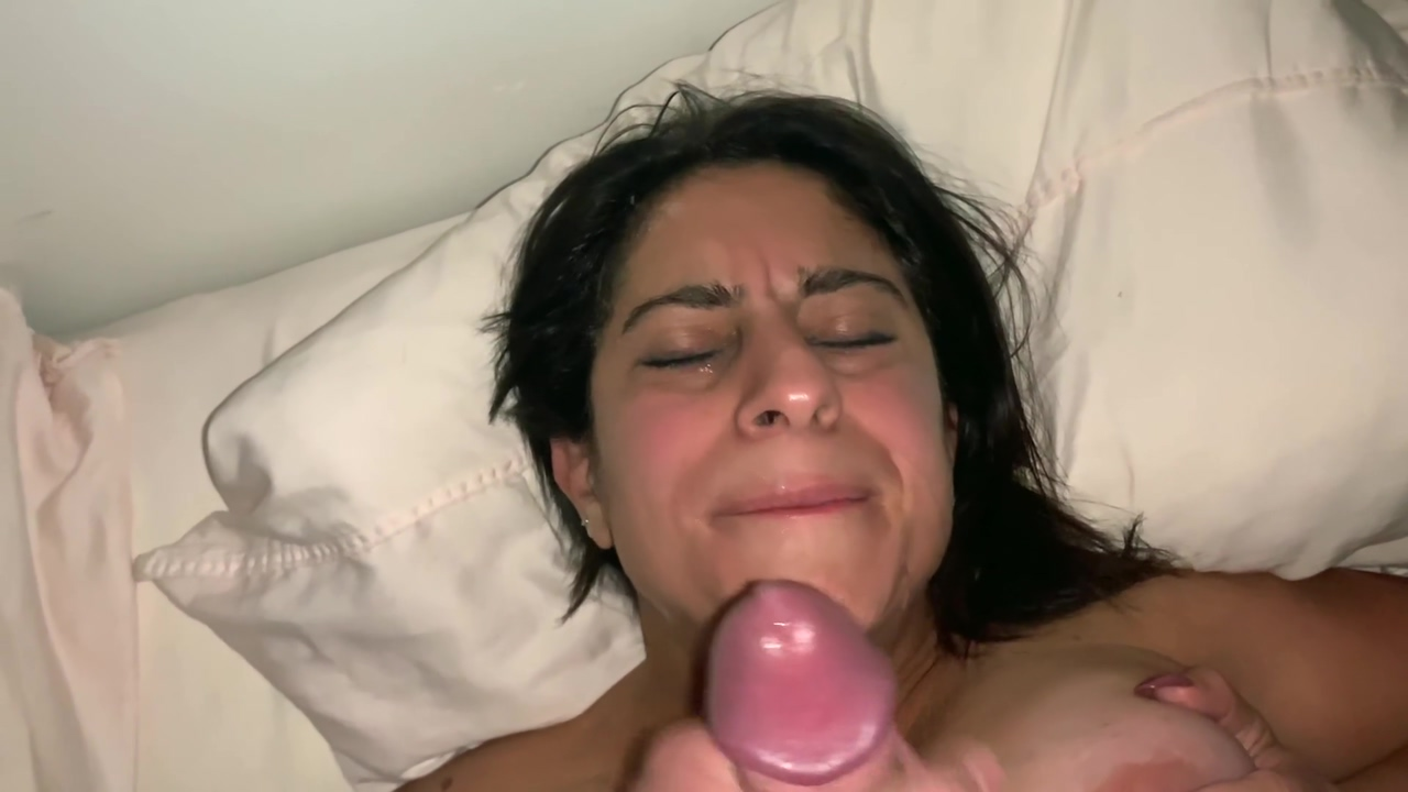 Big Tits MILF Gets Sprayed In Face With Cum My Sis Tait