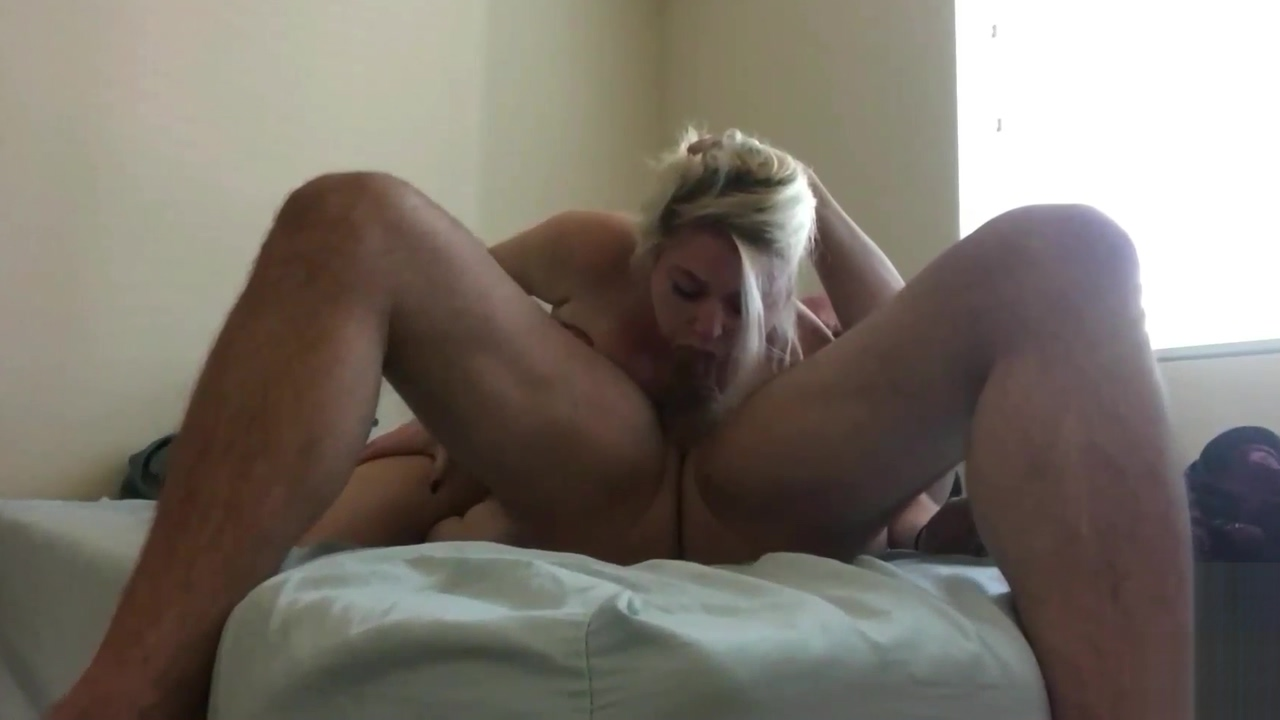 Dumb Blonde 18 Year Old Face Fucked w/ Cumshot foto di natale sexy