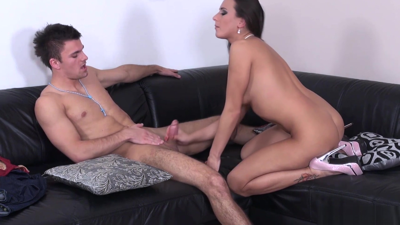 Brunette Lady Poses Naked in Front of Rookie romanian adult porn modeling agencies