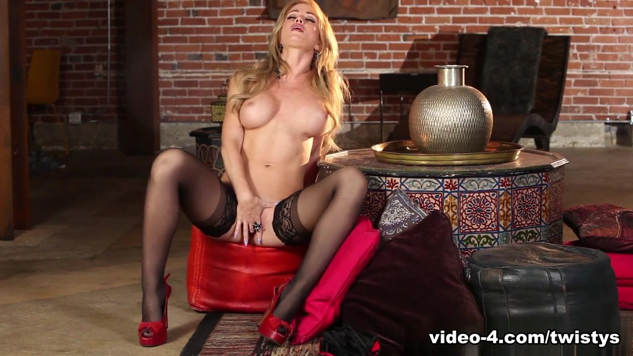 Adult Videos Lesbian strap on penetration