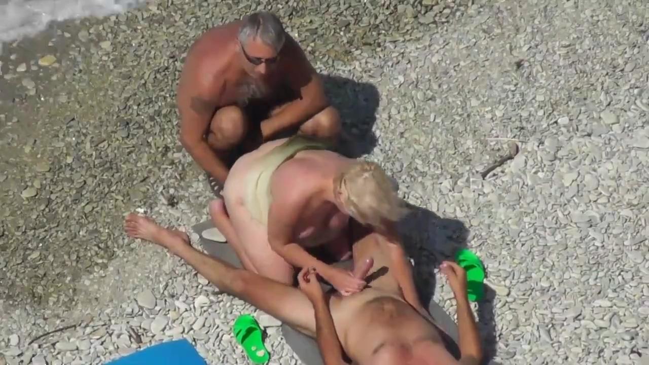 Treibe es am Strand mit 3 fremden Kerlen lanka girls fucking sex photos and videos