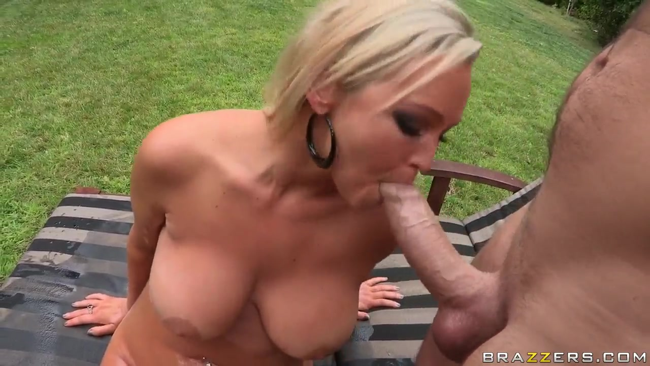 XXX Video Cougar women masturbating
