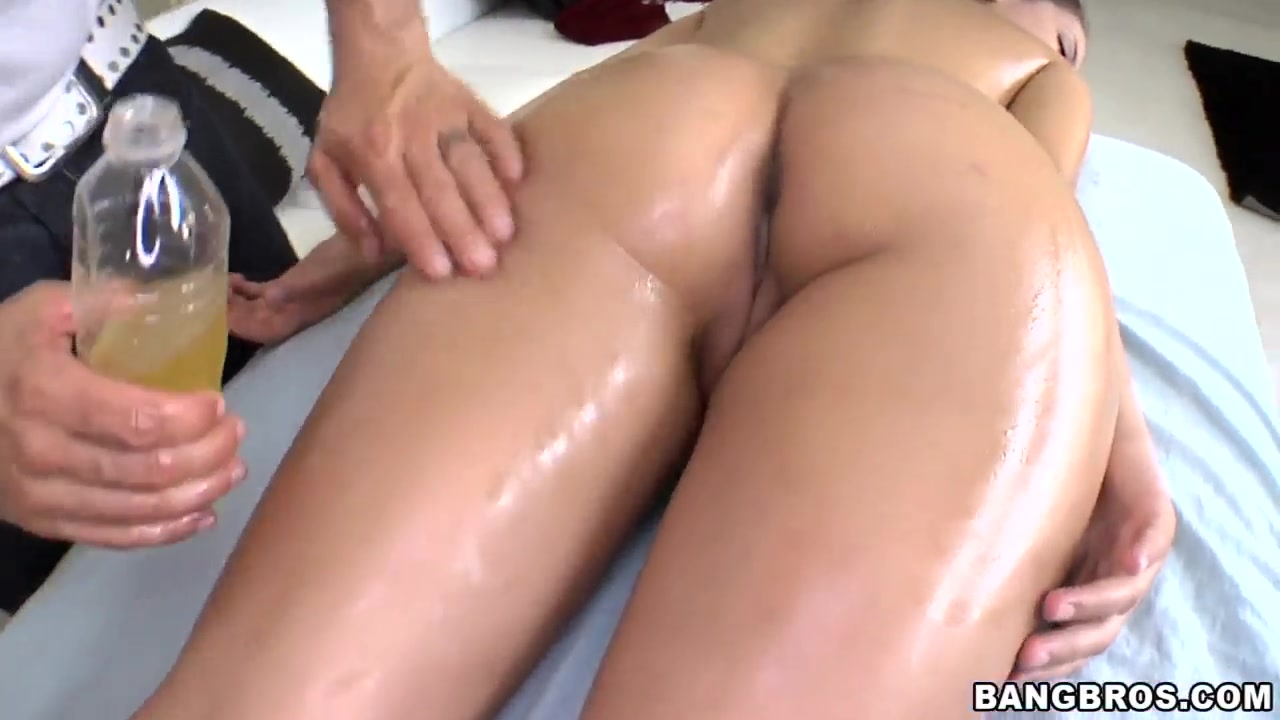 Beautiful porn newbie Jynx Maze came for a massage after yesterday hardcore drilling asian hoe porn star