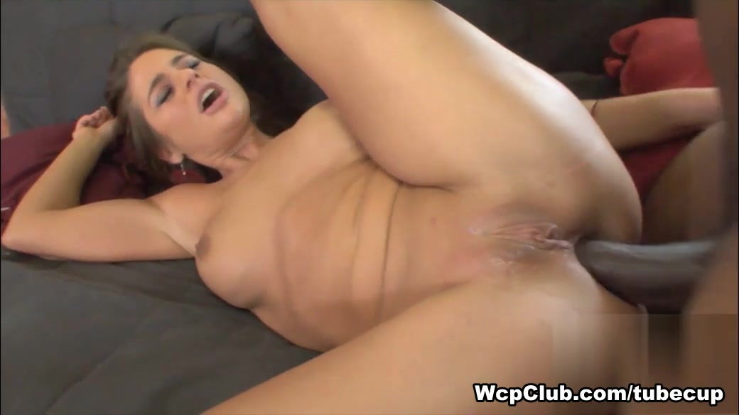Sexy Video Mature wife takes deep anal pounding