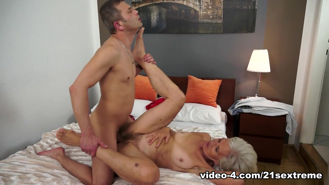 Filthy hot blonds facial Porn tube