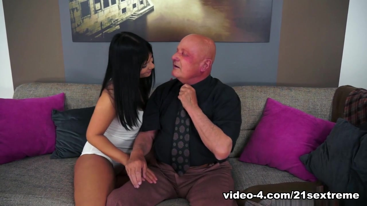 XXX Porn tube Mature latina getting some inches