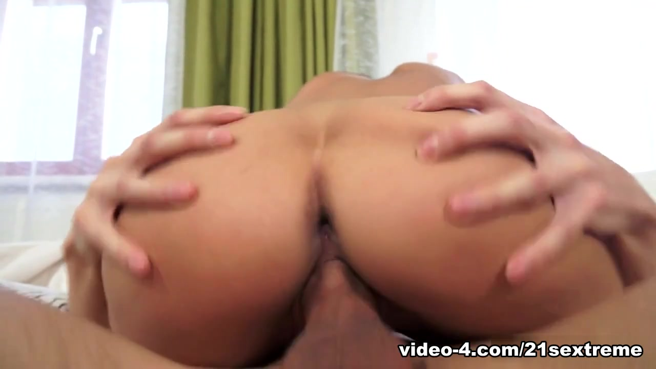 Porn Pics & Movies Blonde milf toys on cam 2