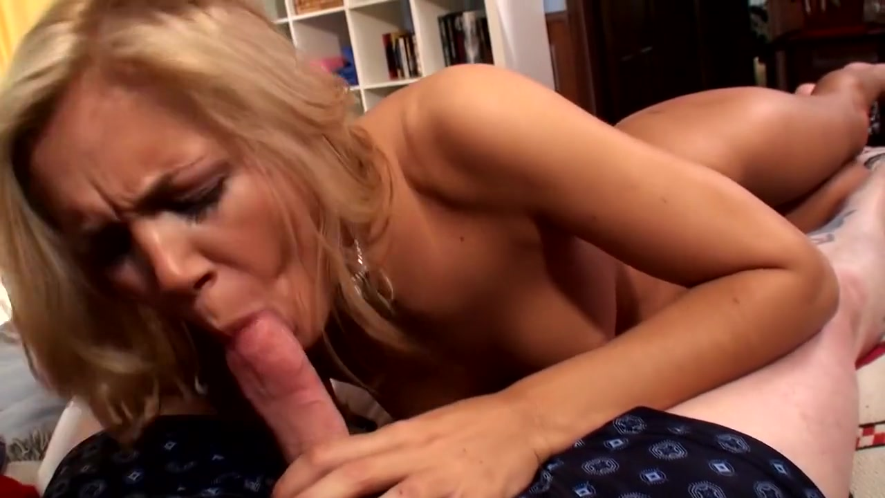 Belgian college girl Lesbian Couple Squirting Sex photo