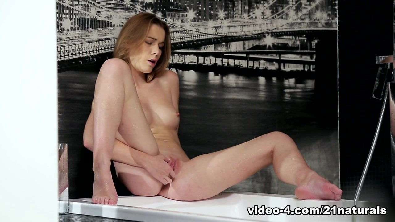 Females who masturbate and squirt Porn pictures