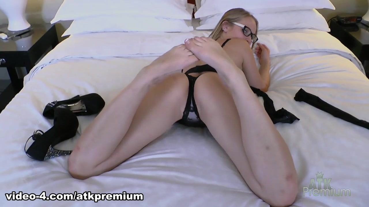 Good Video 18+ Lesbians slurping pussy