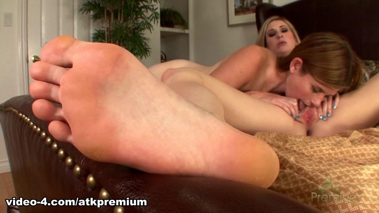 Lesbea pornos orgy Fingering